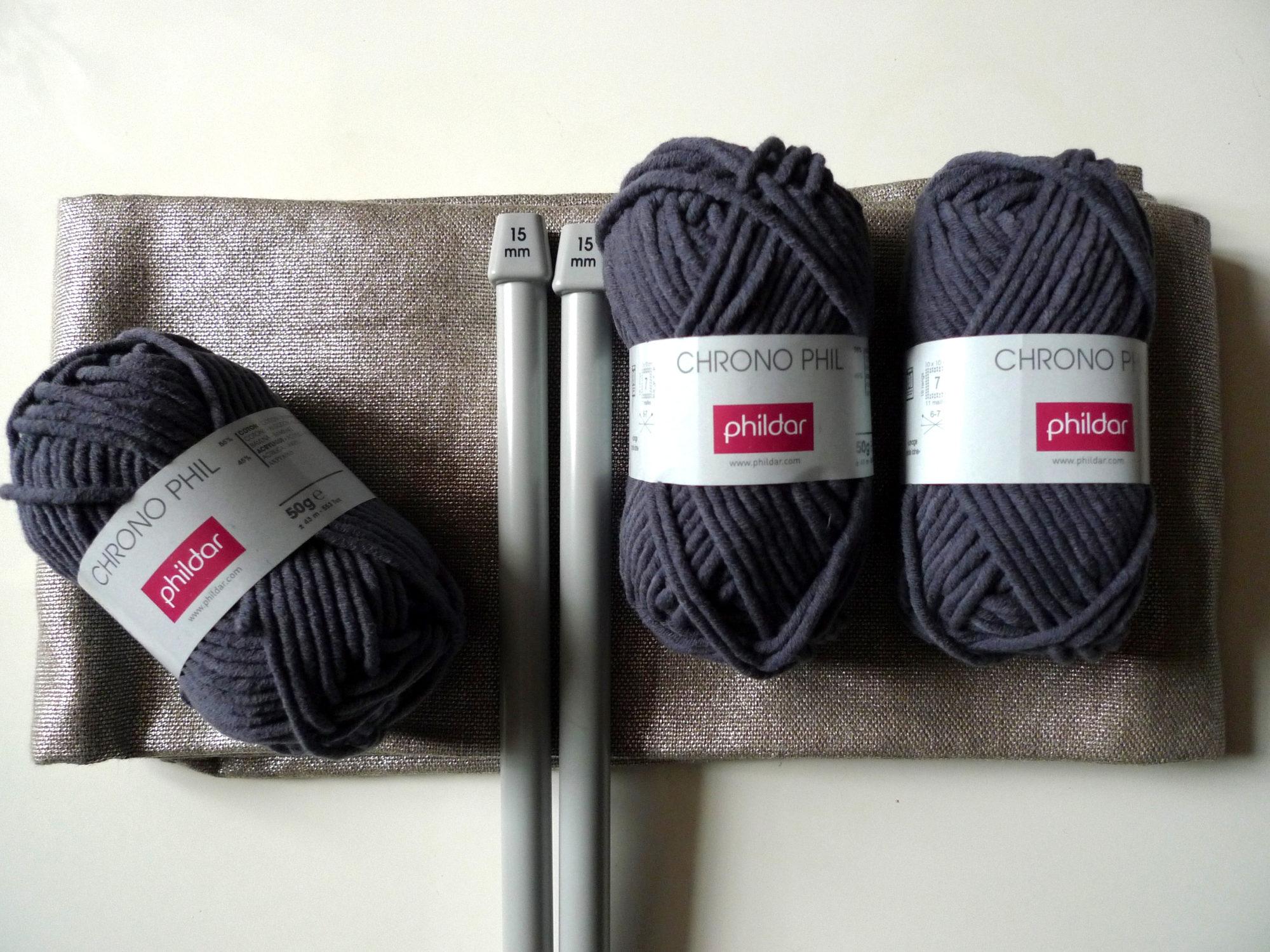 les fournitures pour réaliser le pouf en tricot