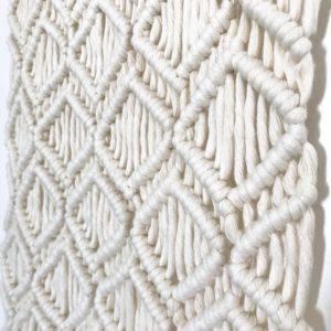 Tenture murale en macramé motif losange